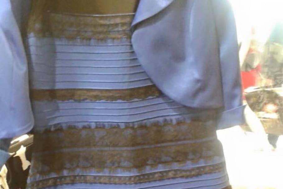 La robe qui en fait voir de toutes les couleurs à Internet