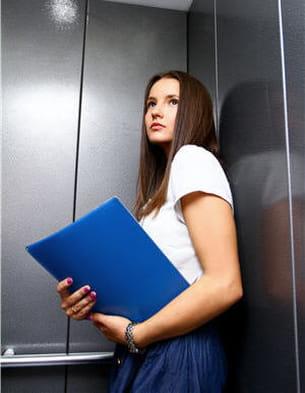 le cauchemar de nombreux claustrophobes : être bloqué dans un ascenseur !
