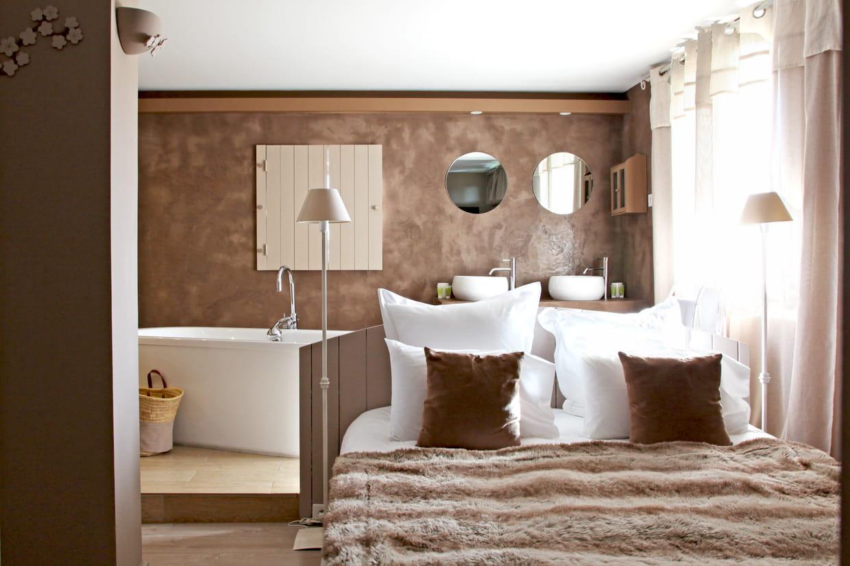 t te de lit cloison repeinte. Black Bedroom Furniture Sets. Home Design Ideas