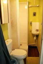 petite salle de bains astuces pour lamnager - Amenager Une Petite Salle De Bain En Longueur