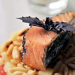 saumon au pavot sur tartare de pomme verte et pamplemousse