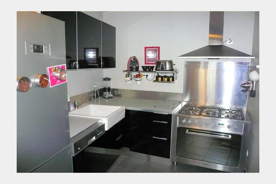 cuisine ikea noire et inox. Black Bedroom Furniture Sets. Home Design Ideas