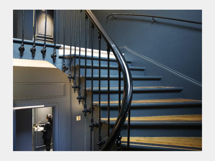 Un escalier haussmannien pour accéder aux chambres