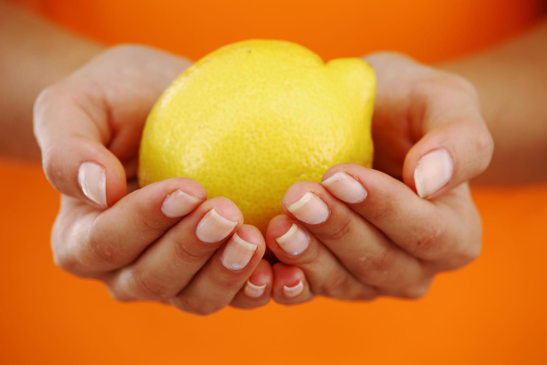 Remèdes contre les aphtes: miel, sel, citron, bicarbonate