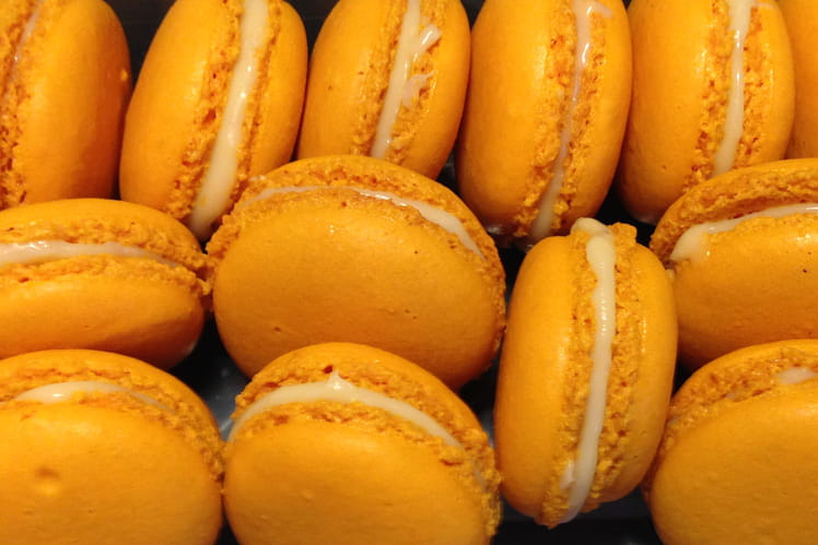 Macarons oranges au chocolat blanc