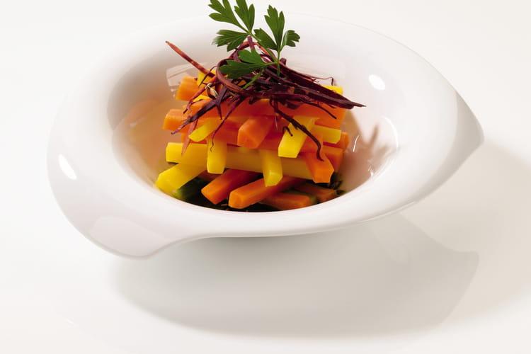 Vapeur de carottes de couleurs aux épices et jus de persil