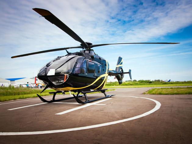 Un hélicoptère comme cadeau de fiançailles