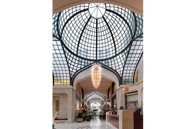 Les plus beaux hôtels de Budapest : le hall du Four Seasons Gresham Palace Budapest