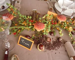 centre de table orné de champignons et de marrons