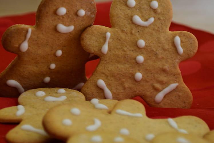 Petits biscuits bonhommes de Noël en pain d'épices
