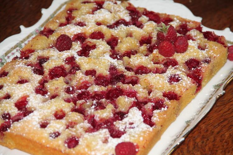 Gâteau aux framboises du jardin, poudre d'amandes et citron