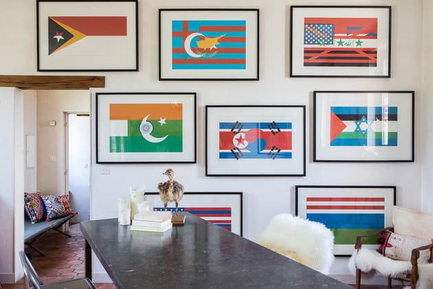 Composition de drapeaux au mur