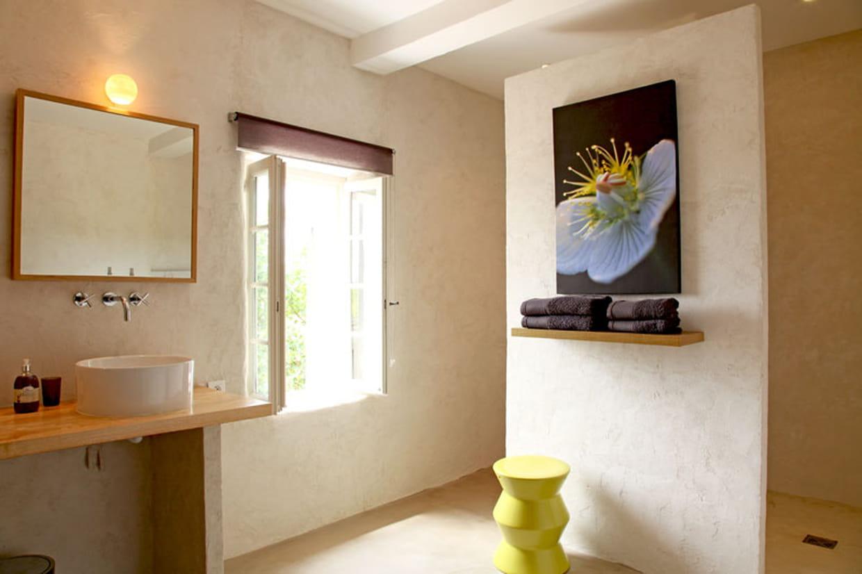 tabouret design et tableau. Black Bedroom Furniture Sets. Home Design Ideas