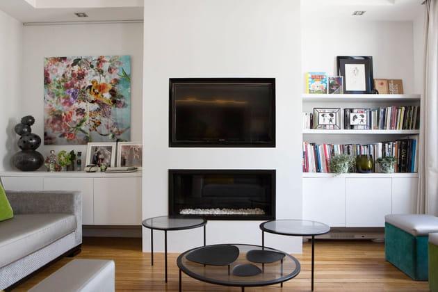un salon avec chemin e. Black Bedroom Furniture Sets. Home Design Ideas