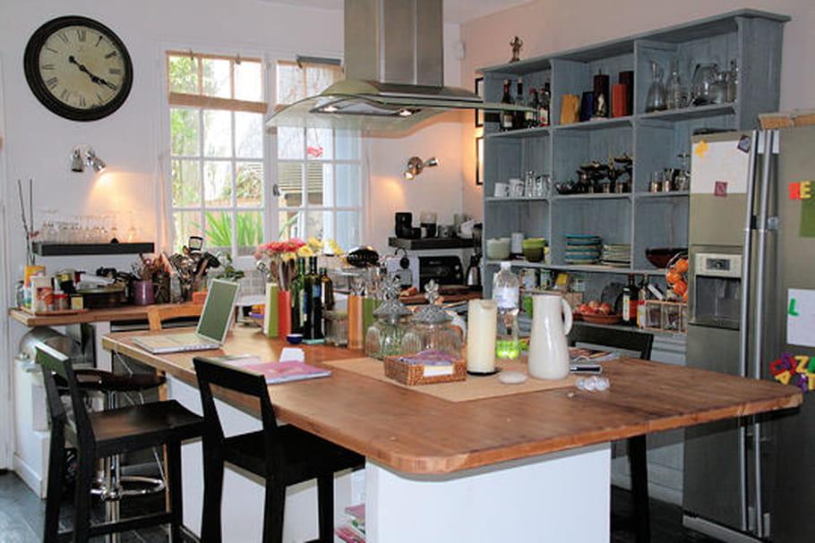 une cuisine ouverte et conviviale. Black Bedroom Furniture Sets. Home Design Ideas