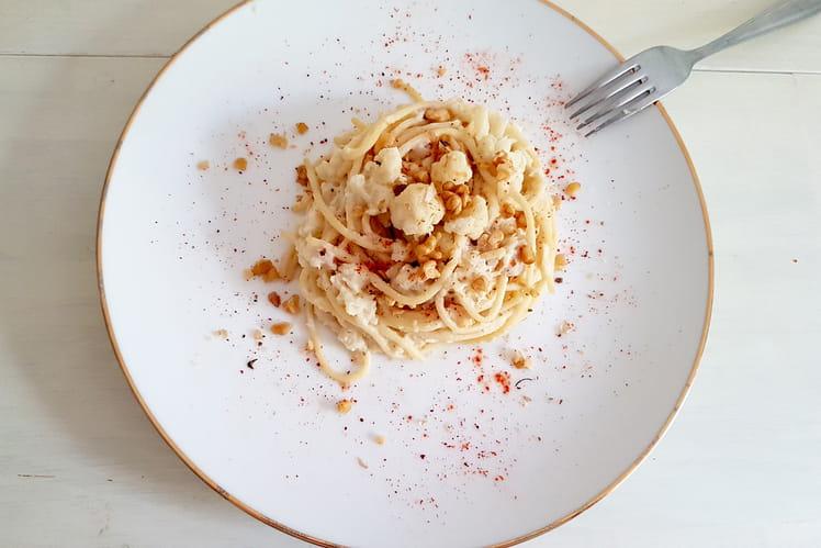 Spaghettis chou fleur, noix et piment d'espelette