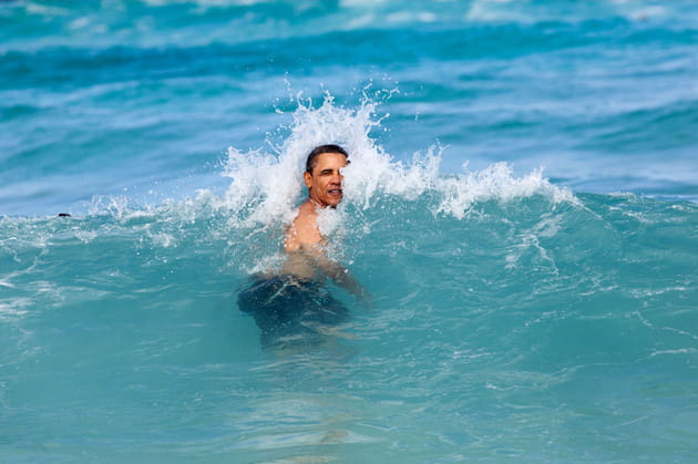 Barack Obama surfe sur la vague à Hawaii (2013)