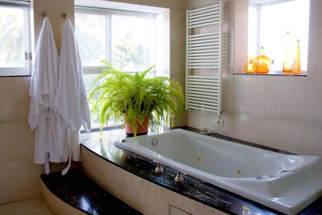 Baignoire balnéo salle de bains
