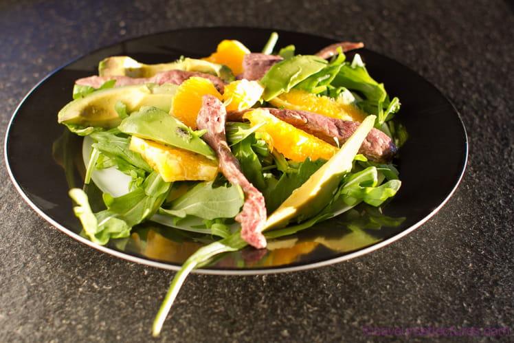 Salade orange, avocat, canard laqué au miel