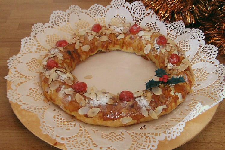 Gâteau de Noël aux amandes, abricot et cerises confites