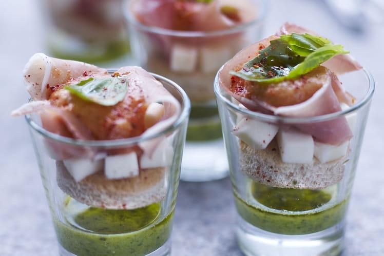 Verrines de Tomate-mozzarella au jambon cru Aoste revisitée