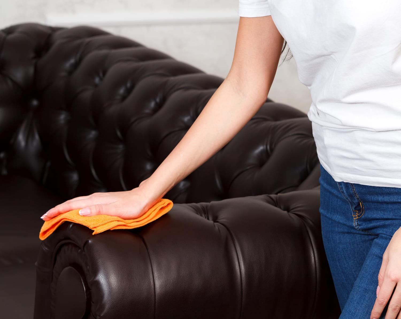 Comment nettoyer un canapé en cuir? Les meilleures astuces