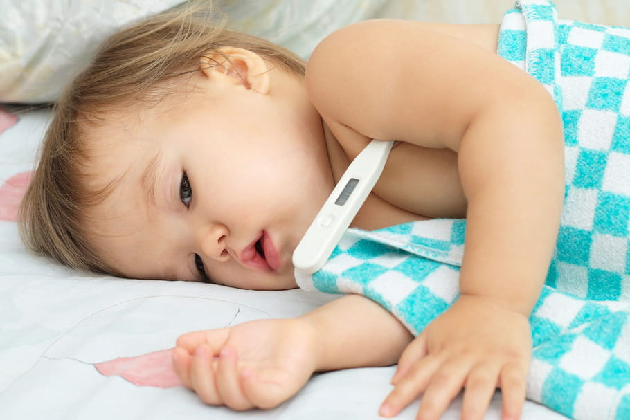 Fièvre chez l'enfant: quelle prise en charge?