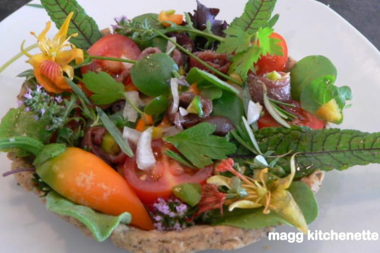 Tartelette en pâte d'herbes , crudités aux parfums du Midi
