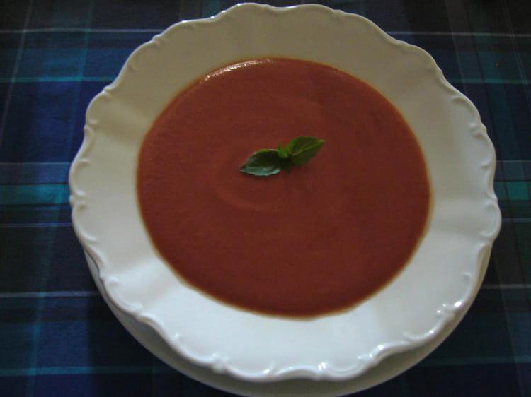recette de soupe froide de tomate la proven ale la recette facile. Black Bedroom Furniture Sets. Home Design Ideas