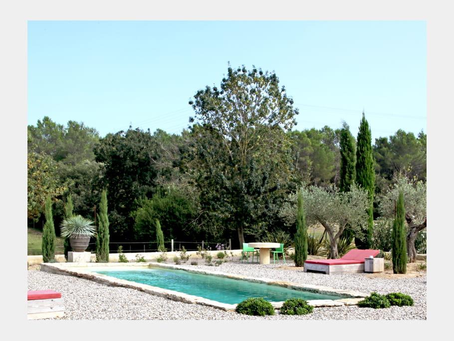 piscine min rale une maison d 39 antiquaire qui nous fait r ver journal des femmes. Black Bedroom Furniture Sets. Home Design Ideas