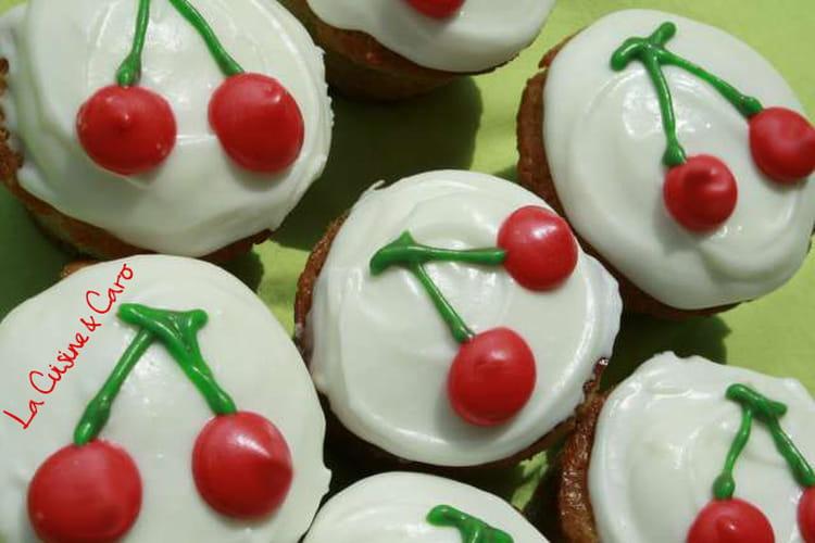 Muffins façon cupcakes aux cerises, glaçage crème cheese