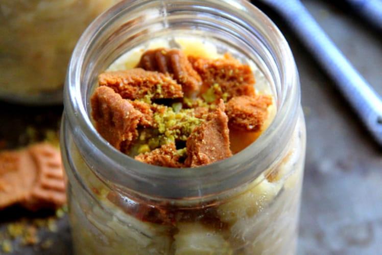 Marmelade de pommes, banane aux éclats de spéculoos et pistaches