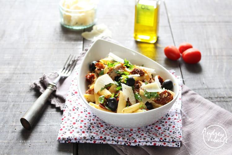 Salade de pâtes poulet rôti, tomates confites, parmesan