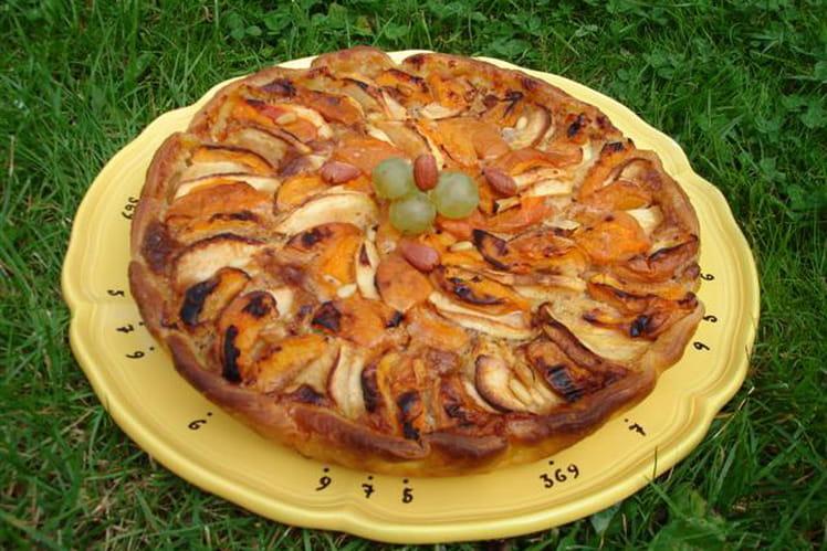 Tarte aux pommes et abricots à la crème de noisette