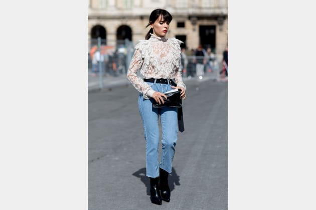 L'ensemble jeans + chemisier précieux