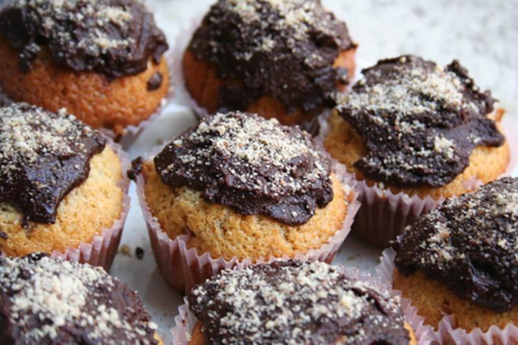 Muffins vanille noisettes et glaçage au chocolat