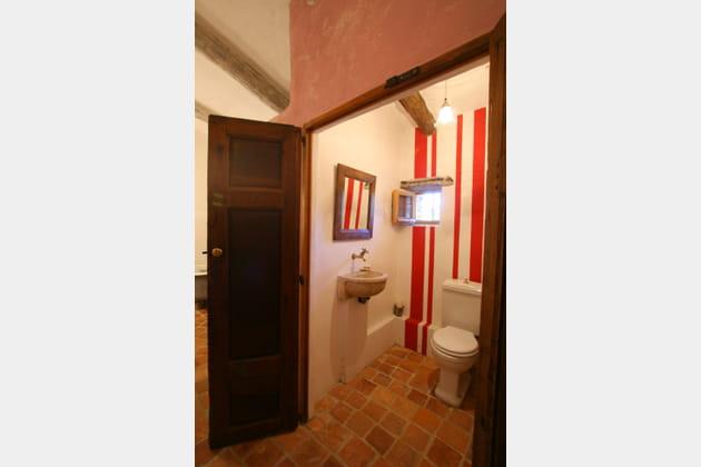 Toilettes à rayures