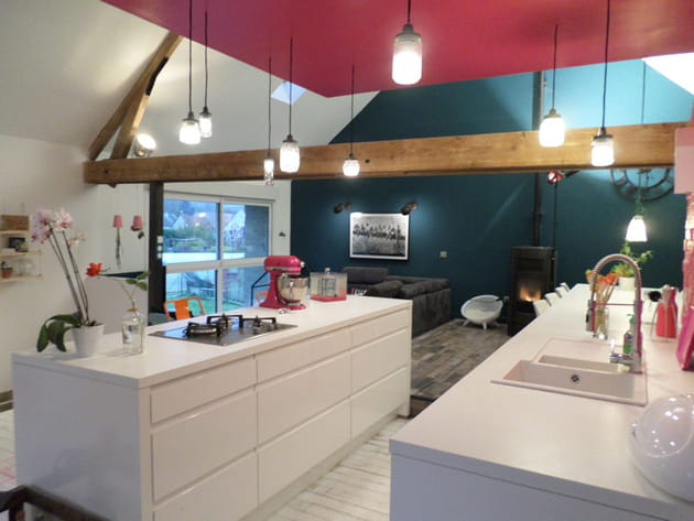 Blanc et rose dans la cuisine