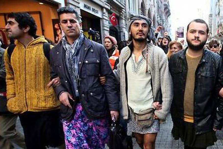 Des hommes en jupes contre le viol: Istanbul s'émancipe