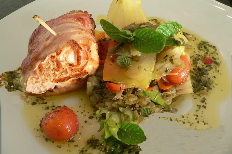 Tournedos de saumon au lard fumé, méli mélo de légumes