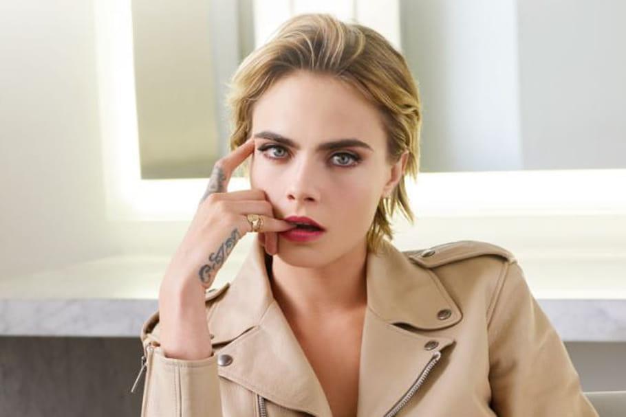 Cara Delevingne, charmant visage du nouveau rouge à lèvres Dior Addict