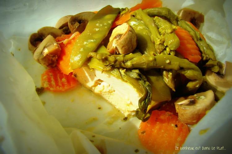 Papillote de poulet à l'estragon, légumes croquants