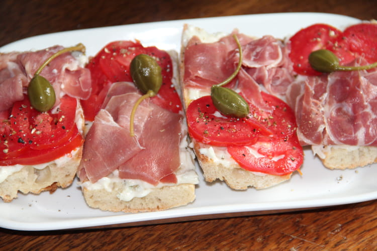 Bruschetta prosciutto, tomate et gorgonzola