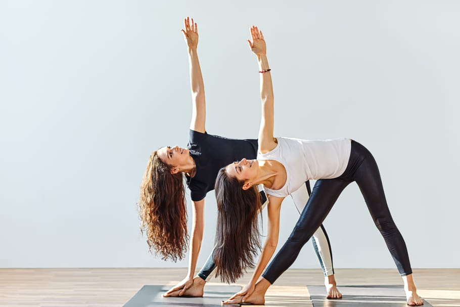 25postures de yoga à connaître pour tonifier son corps et se relaxer