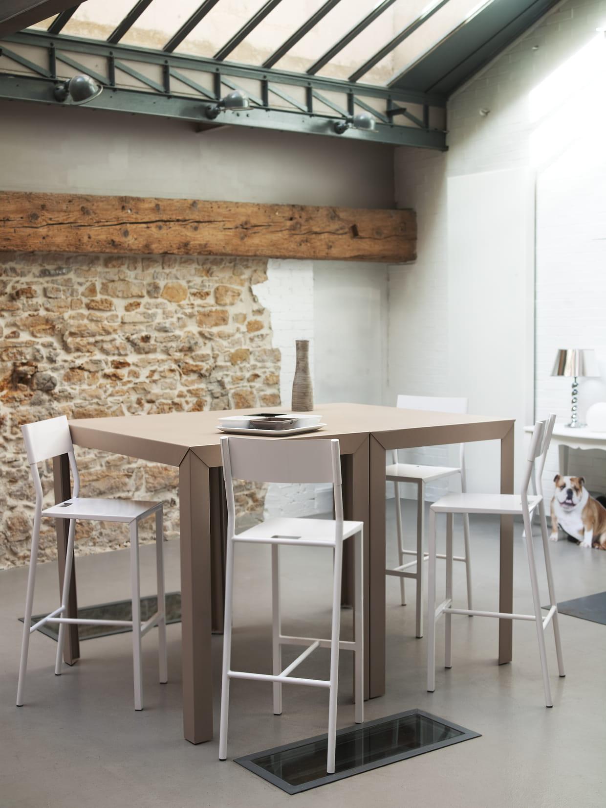 Table zonda de mati re grise for Table a manger grise design