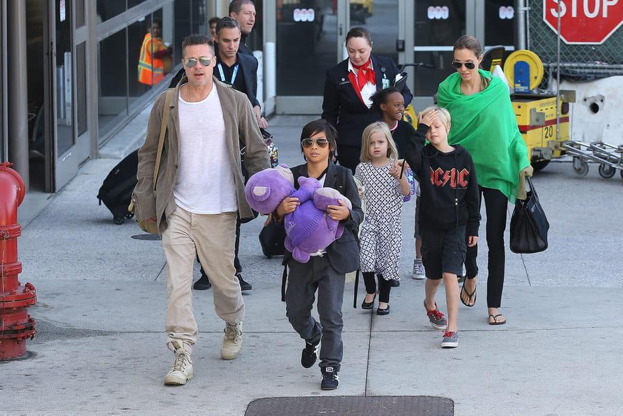 La famille au complet à l'aéroport