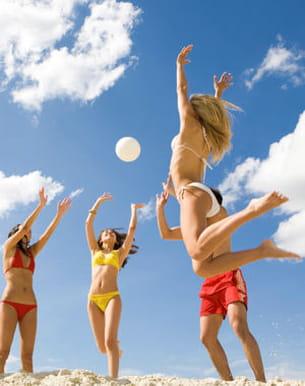 sur le sable ou dans l'eau, dépensez-vous entre amis