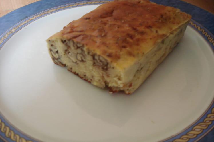 Cake aux et noix et au roquefort