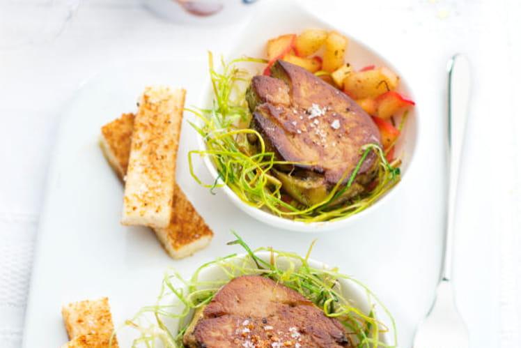 Foie gras poêlé aux pommes caramélisées au sel