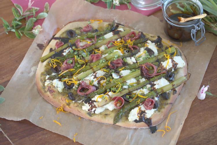 Pizza de printemps : ricotta, asperges, coppa  & crème balsamique à l'orange